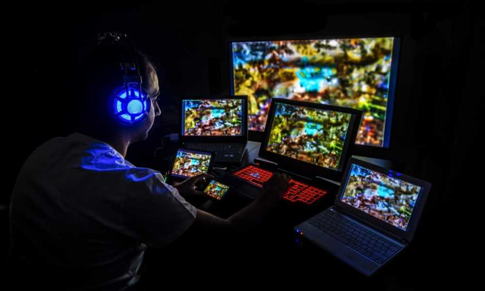 12 Of The Craziest Gaming Setups