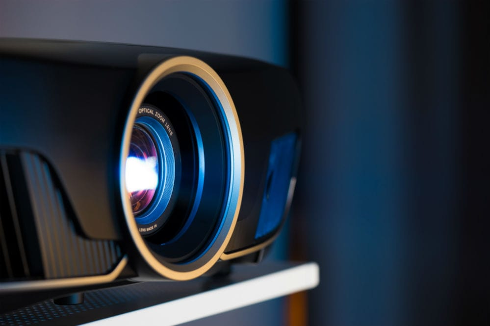 Best Projectors for Gaming and Movies: Complete Reviews with Comparisons